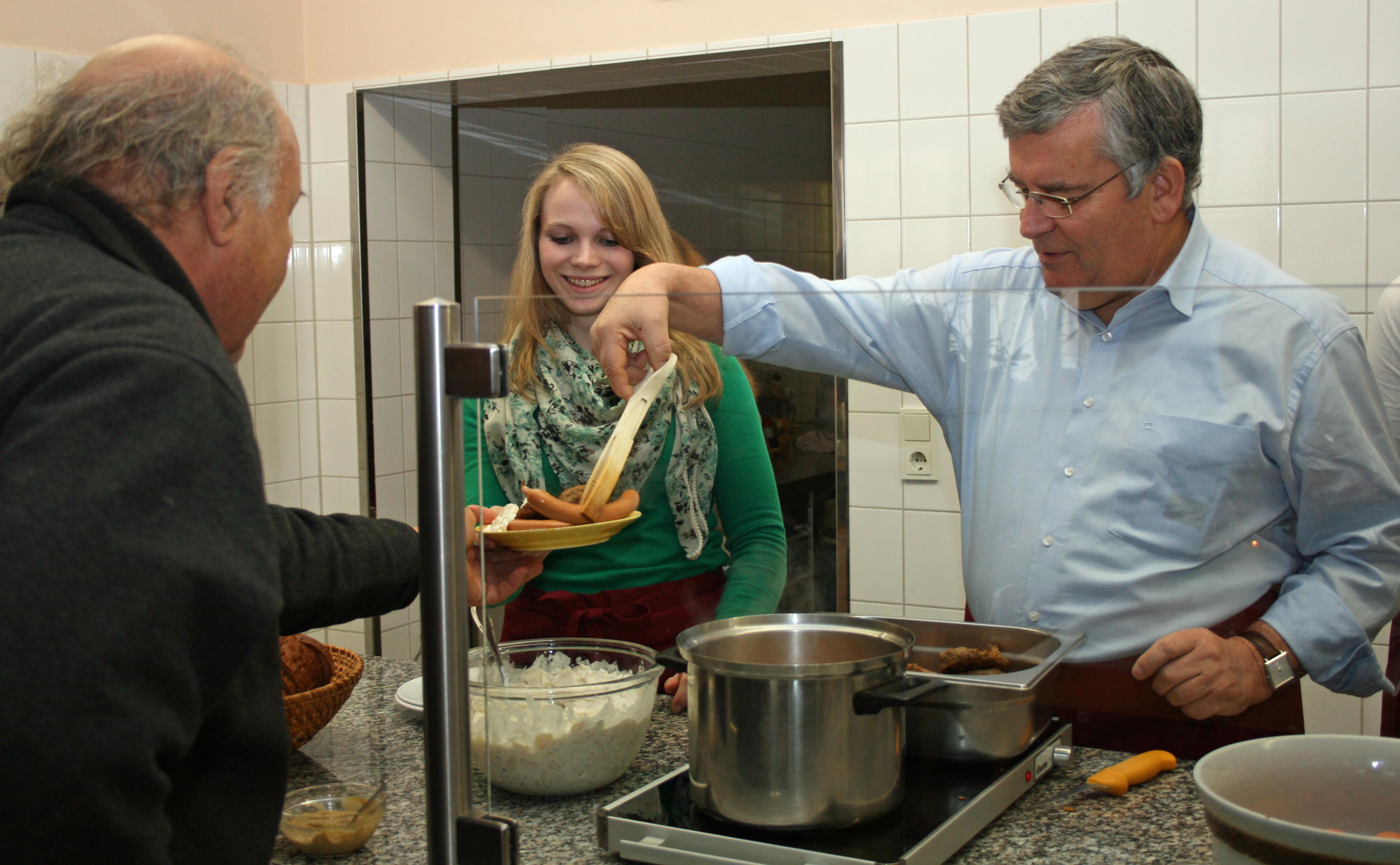 05.12.2013: Landrat Hilft In Der Suppenküche   Kreis Wirbt Für´s Ehrenamt